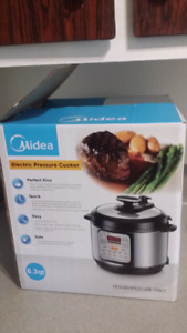 ELECTRIC PRESSURE COOKER NEW only 80$