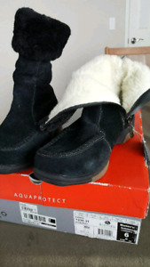 LADIES WINTER BOOTS NEW SIZE 6