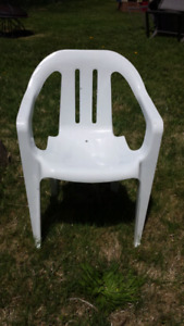 White plastic child lawn chair (mini)