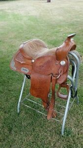15 inch western saddle/ GREAT CONDITION