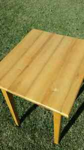 Solid maple Table Kawartha Lakes Peterborough Area image 3