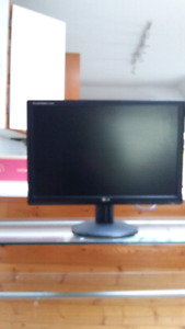 """Lg flatron 19"""" monitor and some old monitor"""