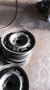 Have four rims 16 inch 5x127 off journey