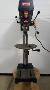 Perceuse à colonne Ryobi 12 po avec laser Exactline