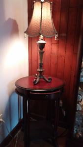 Petit table / Small lamp stand