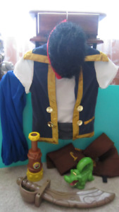 Disney Store Jake and The Neverland Pirates Costume BOY 5T - 6T
