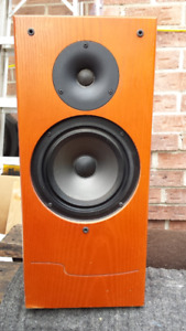 1 (One) Wharfedale Emerald EM 93 Bookshelf Speaker