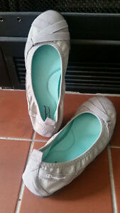 Slip on shoes with memory foam insole
