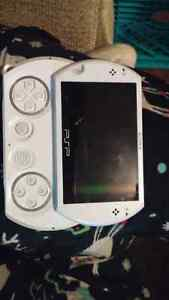 PSP go pearl white in perfect condition Kingston Kingston Area image 2