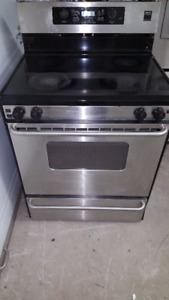CUISINIERE STAINLESS FRIGIDAIRE SEULEMENT 300$ !!!