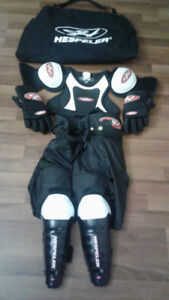 HESPELER YOUTH LARGE SET HOCKEY GEAR
