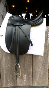 Collegiate mentor dressage saddle 17.5 seat