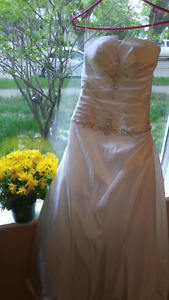 Size 6 Wedding dress altered to size 4