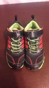 ADIDAS KIDS SHOES SIZE 12  IN GOOD CONDITION Sarnia Sarnia Area image 2