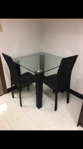 Glass dînette table with 4 chairs