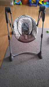 Graco Baby Swing Cambridge Kitchener Area image 1
