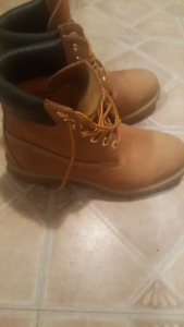 Timberland Boots size 81/2 asking 100
