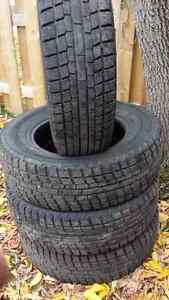 205 70r15 Winter tire 4 almost new West Island Greater Montréal image 1