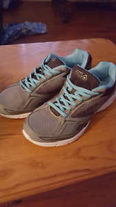 Womans Fila running shoes