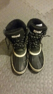 Women boots or youth size 7