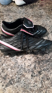 Youth girls cleats Size 4