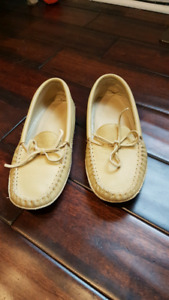 Moccasin size 11 mens