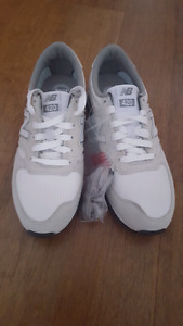 NEW New Balance 420 shoes