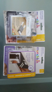 Drawer and cabinet latches  (2 packs)