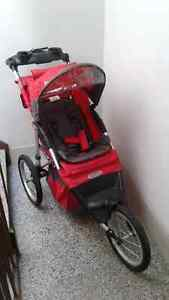 Poussette comme neuve In Step stroller with shocks