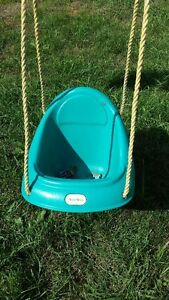 TODDLERS OUTDOOR SWING Belleville Belleville Area image 2