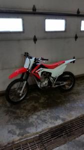 Honda crf125 dirt bike like new. Four stroke