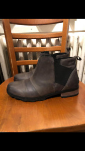 Brand new sorel Chelsea boots (size 10 )