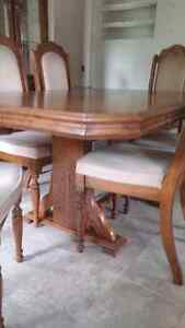 Kitchen table, chairs and buffet