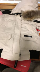 Canada goose jacket xs for Women