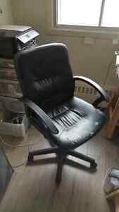 1 fauteuil de bureau noir état moyen