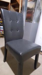 4  dinning room chairs 100bucks