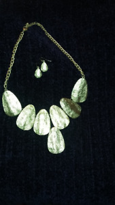 Costume Jewelry - Necklace & Earring set - faux Gold tone