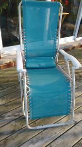 Zero gravity lounger chair