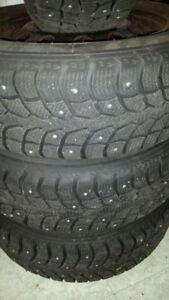 Pneus d'hiver cloutés et roues : Studded winter tires and rims