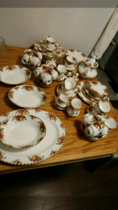 Old Country Roses fine bone China collection
