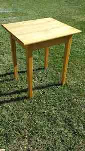 Solid maple Table Kawartha Lakes Peterborough Area image 1