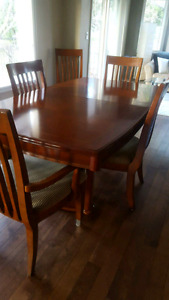 ****REDUCED**** Dining Room Table, China Cabinet & Hutch