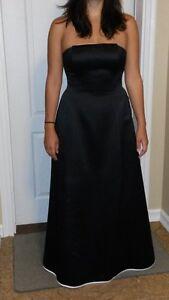 Magnifiques robes(2) de soirées a vendre **35$ chaque**