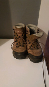 Size 8.5 Solomon hiking boots - lightly used