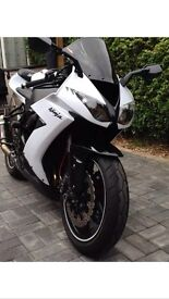 Zx10r SE. Stardust white. As new!! 4200 miles.