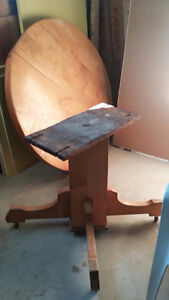 Vintage Solid Maple Round Dining Table $100