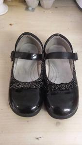 Girls dress shoes - size 11