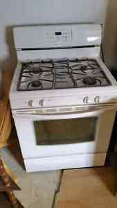 Frigidaire Gallery series gas stove with lots of options 650