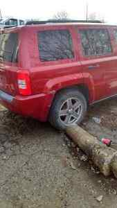 Jeep patriot 2008 parting out!!!!!!!! London Ontario image 4