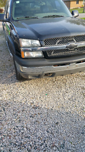 2004 Chevrolet Avalanche Pickup Truck runs good